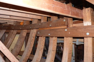 Overlap of middle and forward clamp pieces at the aft end of the raised cuddy deck